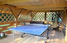 Ping pong, atlas, piłkarzy ki dostępne w pomieszczeniu rekreacyjnym